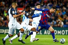 El Barça cierra el año con una goleada y Messi de desatascador