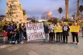 Manifestación para exigir una «alternativa digna» para Óscar Kapcer y sus padres