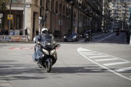 Críticas a Cort por su intención de prohibir las motos por los Acire del centro de Palma