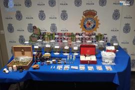 La policía clausura dos locales dedicados a la venta y consumo de cannabis en Palma