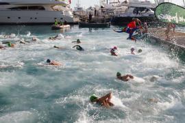 Un centenar de participantes realizan la travesía a nado solidaria en Palma