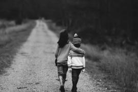 Un niño muere apuñalado tras defender a su hermana de una violación