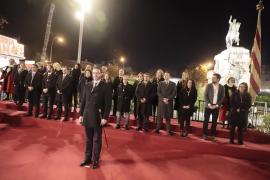 La política tiñe un año más la ofrenda floral al Rei en Jaume