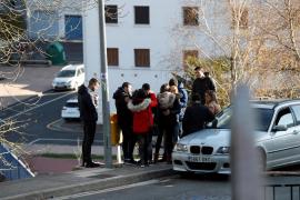 Hallan los cuerpos de 2 jóvenes sin signos violentos en un coche en Arrasate