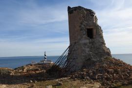 Abandono por parte de la propiedad y del Consell de la torre de Cala Figuera