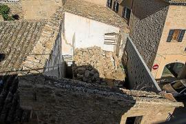 Invasión de palomas en pleno casco histórico de Alcúdia