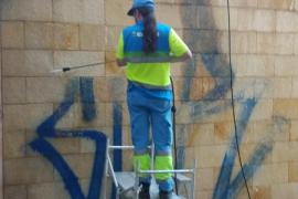 Cort elimina casi 2.000 pintadas vandálicas en los últimos seis meses