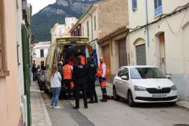 Herido grave un hombre tras caerse de una escalera mientras pintaba su casa de Andratx