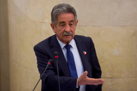 El partido de Revilla decide por unanimidad votar 'no' a la investidura de Sánchez