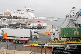 Los transportistas deciden repercutir a sus clientes la subida de fletes del 20 %