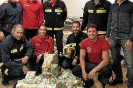 Bombers de Mallorca reparten juguetes a unos 60 menores tutelados por el IMAS