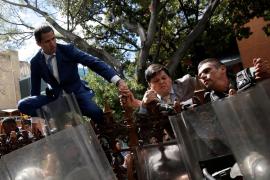 La Asamblea Nacional elige presidente a Luis Parra en sustitución de Guaidó, que denuncia un golpe de Estado