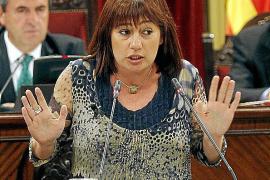 Armengol advierte a Bauzá que con sus recortes «no habrá paz social»