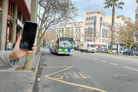 Pagar el autobús con el teléfono móvil será una realidad esta legislatura