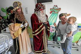 Magia y regalos para los niños ingresados en el hospital Can Misses