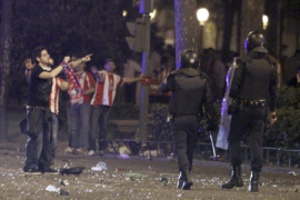 ALTERCADOS AFICIÓN ATLÉTICO DE MADRID JUNTO A PLAZA DE NEPTUNO, EN MADRID