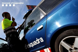 Detenido un hombre por matar a su mujer y a su hija en su casa de Esplugues