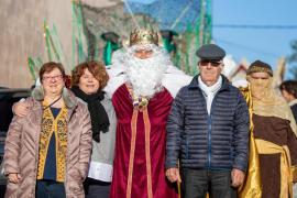 La visita de los Reyes Magos a Puig d'en Valls y Jesús, en imágenes .