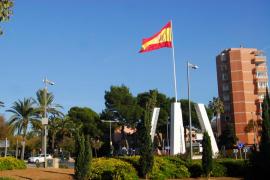 Detenidos dos jóvenes por daños a la bandera española de la rotonda de Palmanova