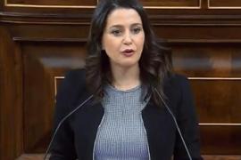 Arrimadas: «Los españoles están viendo como les está regalando una consulta a Cataluña»