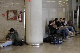 Gran expectación mediática en Son Sant Joan ante la inminente llegada de Jaume Matas