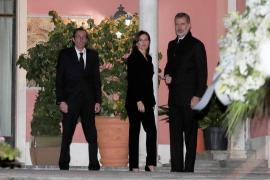 Los Reyes acuden a la capilla ardiente de Pilar de Borbón