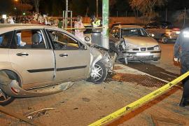 Espectacular accidente de un coche que perdió el control de noche en s'Arenal