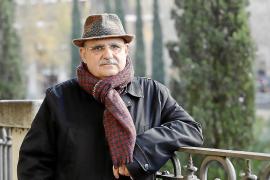 Lluís Maicas: «En poesía se acepta el ingenio y la ironía, pero no gusta el hacer reír»