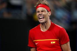 Nadal sufre pero coloca a España en la final contra Serbia