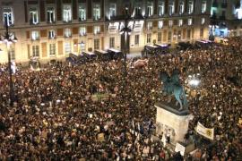 """La Policía desaloja a los 200 """"indignados"""" que quedaban en la Puerta del Sol"""