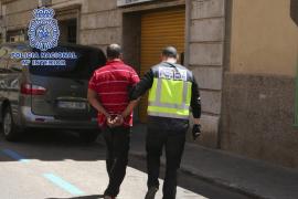 La banda desarticulada en Palma tenía tres pisos donde prostituía a las menores