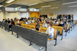 El IB-Salut contrata a 28 personas y duplica los turnos para baremar méritos