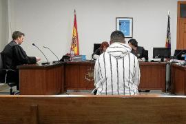 Un año de prisión por robarle el casco a un repartidor de pizzas en Palma