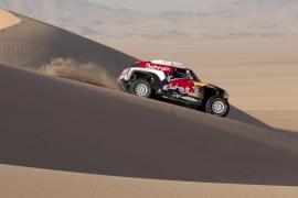 Carlos Sainz, líder del Dakar por 24 segundos