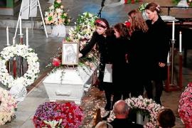 El padre de Ari Behn revela detalles del suicidio de su hijo