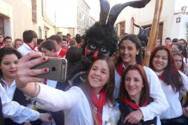 'Gloses' feministas para reivindicar a la mujer en Sant Antoni