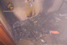 Tres hogueras en un local de Palma movilizan de madrugada a los bomberos