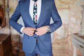 Un comercio de Bilbao cobra 15 euros por probarse el traje de novio