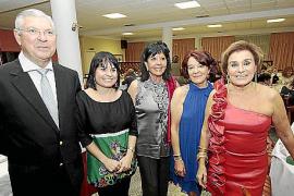Fiesta sorpresa para el 75 cumpleaños de Mari Juana Moll en Menorca