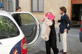 Libertad para la exprofesora acusada de quemar el coche de su hija en Palma