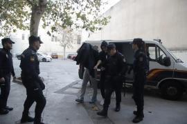 El juez envía de madrugada a la cúpula de los United Tribuns a prisión
