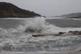 Menorca continúa incomunicada por mar a causa del temporal