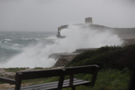 Mahón registra una ola de récord en Baleares de casi 15 metros de altura