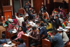 Entre gritos e insultos, queda aceptada la renuncia de Evo Morales