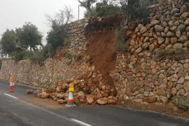 El temporal derriba parte de un muro en la carretera Sóller-Deià