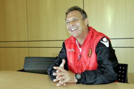 Caparrós renueva una temporada con el Mallorca