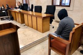 Diez años de cárcel por violar a su hija adolescente tras conocerla