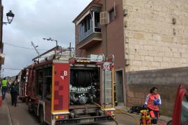 Un niño fallecido y varios bomberos intoxicados en un incendio en Vilafranca