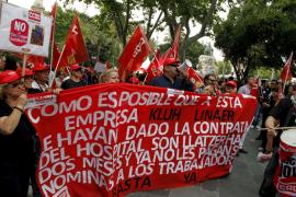 Miles de profesionales  salen a la calle contra los recortes en Sanidad