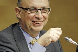 Hacienda sólo suspende a Asturias pero impone más ajustes a Andalucía